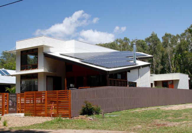 Lake Weyba Drive House