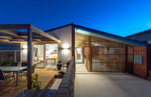 Canberra Beach House: a Light House